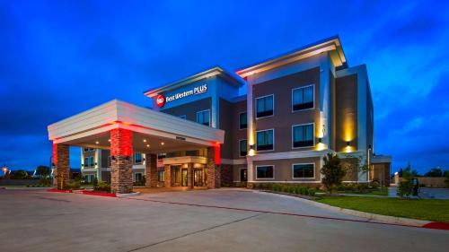 Best Western Plus Bay City Inn & Suites